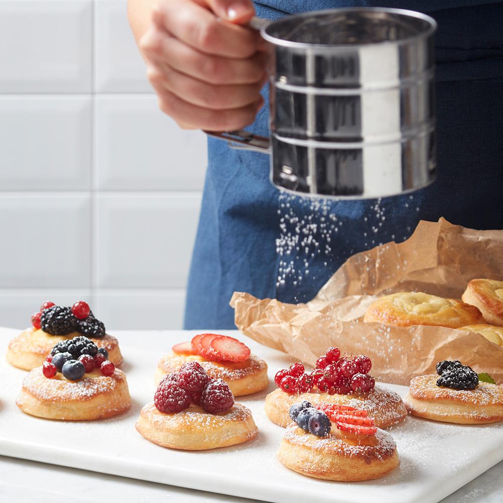 Minibriocher med vaniljecreme og friske bær